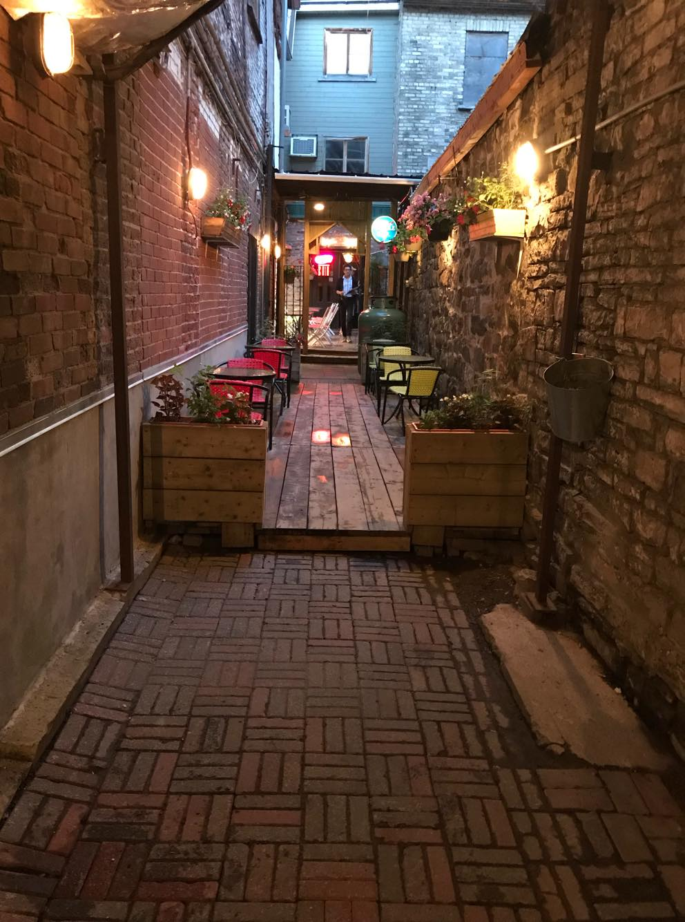 Hidden pathway to La Maison Marocaine