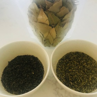 Bay leaves, thyme and oregano