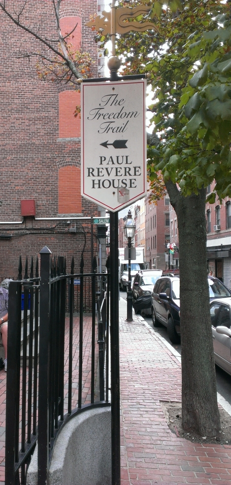 The way to Paul Revere House